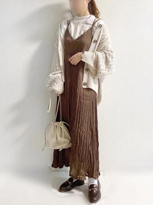 GUのケーブルコクーンカーディガン(XLサイズ)を着た女性